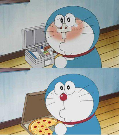 В эпизоде «Henshin! Dracula Set» кошак исцелился посредством чуда и от радости решил пожевать пиццы...