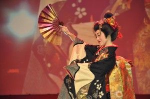 Мао Аска на сцене